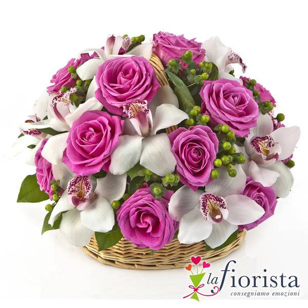 Super Vendita Cestino di Rose Rosa e Fiori di Orchidea. Consegna fiori a  AR91