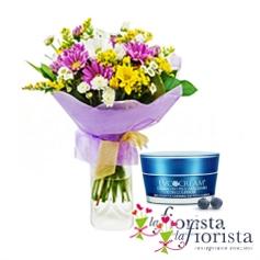 Bouquet di fiori di campo con crema viso pelli arrossabili e con cuperose