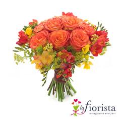 Bouquet di rose arancio e fresie