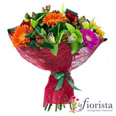 Bouquet funebre con gerbere arancio e fiori di orchidea verdi