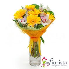 Bouquet gerbere gialle e fiori di orchidea