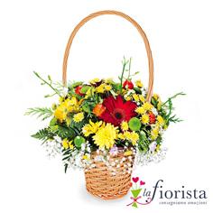 Cestino di fiori primaverili con manico