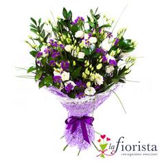 Mazzo funebre con fiorellini bianchi e viola